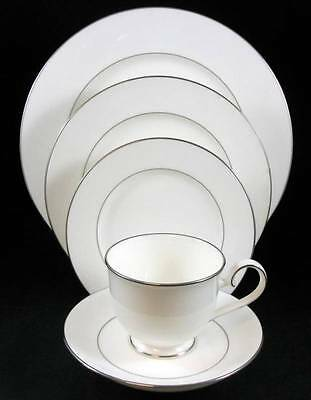 Noritake PURITY WHITE 5 Piece Place Setting 4726 SHOWROOM INVENTORY MINT