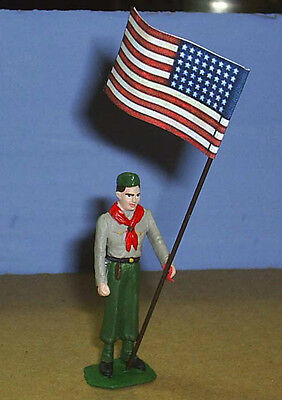 TOY SOLDIERS METAL NORTH AMERICAN BOY SCOUT HOLDING US FLAG 54MM