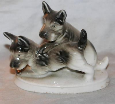 "Vintage Family of Scottish Terrier Dogs on Plynth Figurine 50's or Older    4""L"