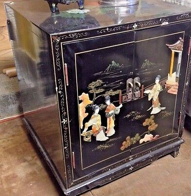 Antique/Vtg Japanese Black Lacquered Ornate Accent Table Inlaid Mother of Pearl