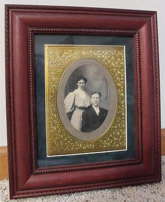 EUC VINTAGE GOLD METAL MAT OVAL PICTURE Couple Carved WOOD FRAME Glass Man Woman