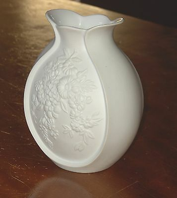 KAISER GERMANY  BULBOUS WHITE BISQUE FLORAL FLOWER VASE #0384 SIGNED M FREY