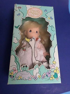 PRECIOUS MOMENTS DOLL, LITTLE GOOSE GIRL,1992, 10 INCH HIGH, NEW IN BOX, ROSE AR