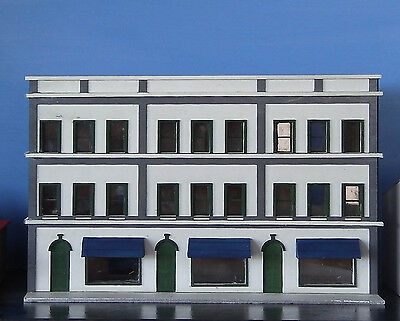 HO scale 3 story office block with shops (KIT)