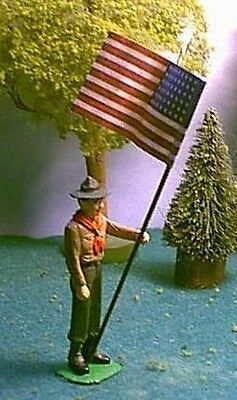 TOY SOLDIERS TIN NORTH AMERICAN BOY SCOUT HOLDING US FLAG 54MM