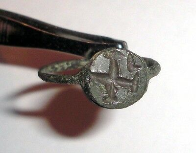 Ancient Byzantine Empire, 8th - 10th c. AD. Bronze signet ring