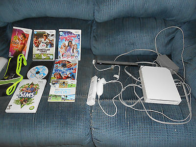 Nintendo Wii Game Console Bundle w/ 7 Games Fitness Board 4GB SD Card