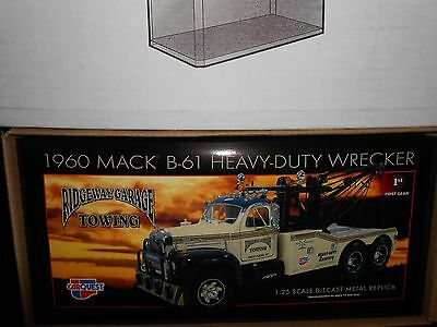 CARQUEST  1960 Mack B61 Heavy Duty Wrecker 1/25 scale diecast with case promo