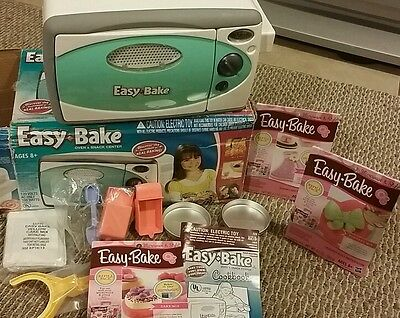 Easy Bake Oven in TEAL 2007 Accessories & Original Box**3 REFILL packs**Fondant