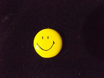 """Lot of 16 Vintage Yellow Smiley Face Pins Pinbacks Buttons 7/8"""" Forrest Gump"""