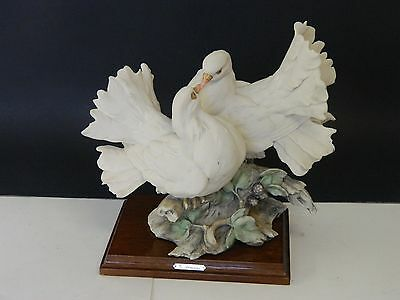 Giuseppe Armani's Two Love Doves And Flowers Figurine