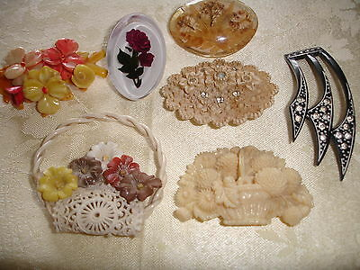 Lot of 7 Vintage Plastic Brooches (2 Baskets)
