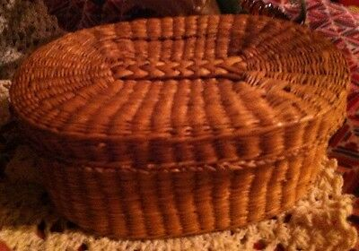 Mini Woven Oval Grass Basket With Lid Vintage/Antique