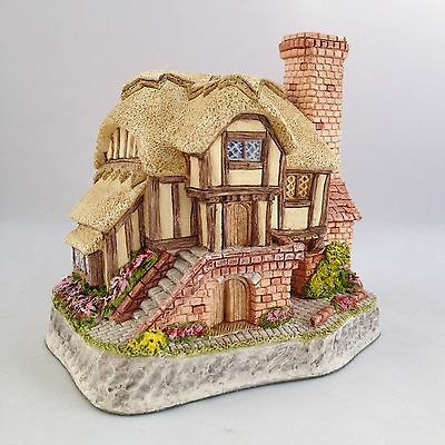 David Winter Whileaway Cottage Issued 1994 Collectors Guild Piece No. 15 Retired