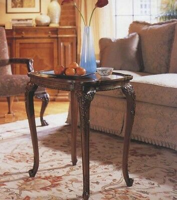Walnut Side Table / Lamp Table / Occasional TableAntique Reproduction 3031-4