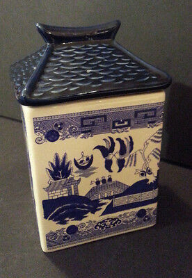 VINTAGE BLUE WILLOW PAGODA STYLE SMALL CANISTER