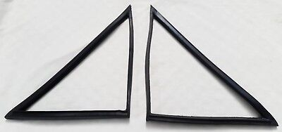 FORD CORTINA 1600E Mk2 GT 2 DOOR FRONT 1/4 QUARTER WINDOW RUBBER PAIR