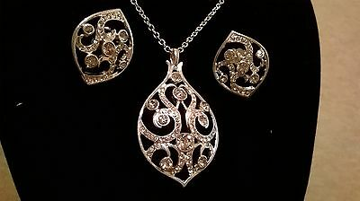 Beautiful shimmering silver necklace and earring gift set
