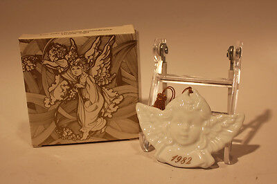 Avon 1982 Christmas Remembrance Ceramic Angel Ornament