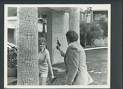 Raquel Welch Confronts A Serial Killer - 1969 Flare-Up