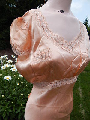 Vintage 1930s Peach Nightgown w Eyelet Lace 36