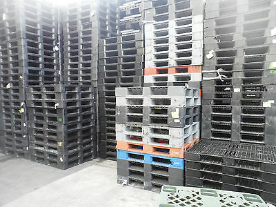 1200x1000 HEAVY DUTY PLASTIC PALLETS - SET OF 10 - USED - GOOD CONDITION