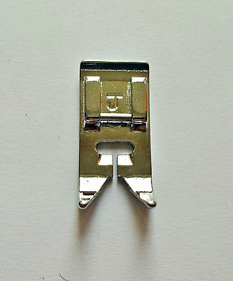 Standard multi purpose universal zigzag presser foot for most domestic machines