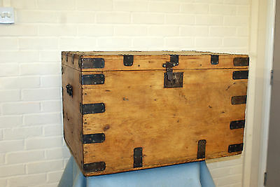 CHARACTERFUL 19th CENTURY PINE BLANKET BOX CHEST TRUNK WITH METALWORK ANTIQUE