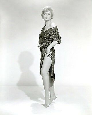 Stella Stevens   8 X 10 Glossy Photo #  9