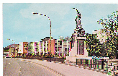 Northern Ireland Postcard - Omagh - Co. Tyrone - County Hall & Memorial  ZZ2853