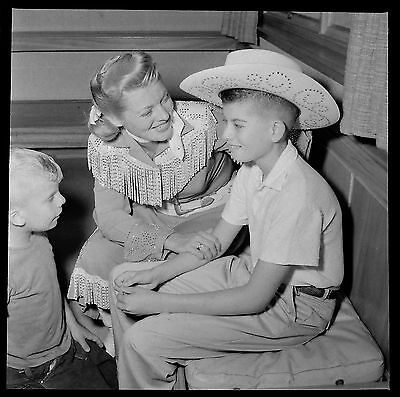 AW11026 Original 1961 2x2 BW Photo Negative Annie Oakley with Young Boys