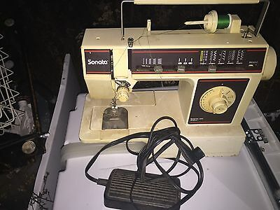 SINGER SONATA SEWING MACHINE. SOLD AS IS!! NOT TESTED With Cord