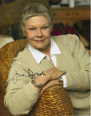 """GORGEOUS 10"""" x 8"""" COLOUR PHOTO (COA) SIGNED """"TTM"""" BY JUDI DENCH IN STUNNING POSE"""
