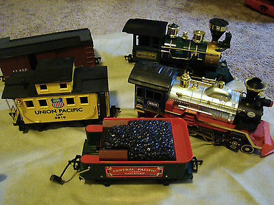 Lot of Plastic Trains, No Tracks 2 Engines, 1 Coal Car, Caboose & Freight 461513