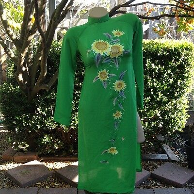 Amazing 1960's Vintage Signed Hand Painted Daisy Apple Green Asian Dress