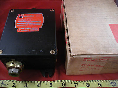 Barksdale B2T-H32SS Pressure Actuated Switch 160-3200 psi B2TH32SS New Nib Nos