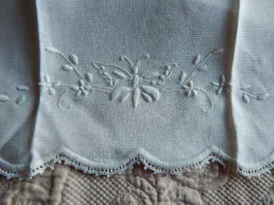 Antique White Linen Damask Guest Towel w White Embroidery Butterfly & Lace