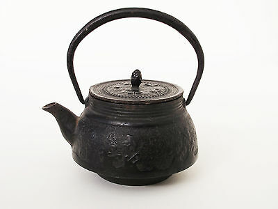 Antique Japanese Iron TEA KETTLE Teapot Tetsubin Signed Waves