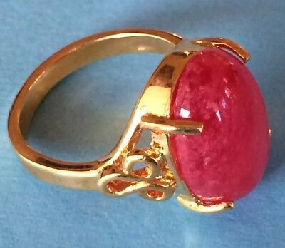 Vintage Gold Tone Oval Cut Cabochon Prong Set Ruby Red Gemstone  Ring