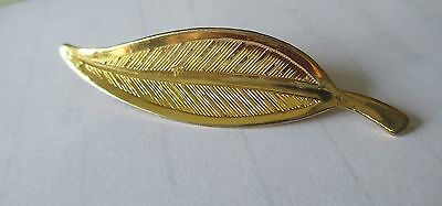 Gold toned costume leaf pin brooch great detail  EUC