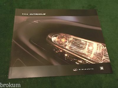 New 2002 Oldsmobile Olds Intrigue Dealer Sales Brochure 30 Pages (Box 581)