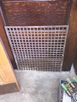 Columbus #2 One Antique Cast Iron Heating Grade 25 In.²