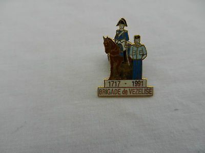 insigne badge pin's militaire gendarmerie a cheval Vezelise