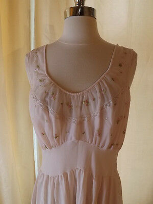 VAN RAALTE Vtg 1950s EMBROIDERED BODICE Princess Waist SUMMER NIGHTGOWN 36 Pink