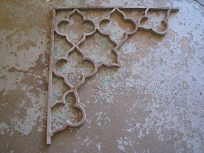 ARCHITECTURAL SALVAGE Cast Metal CORNER BRACKET Vtg/Antique CHIPPY Quatrefoil