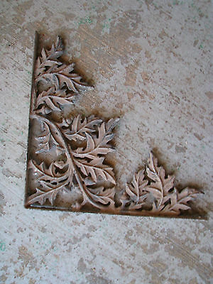 ARCHITECTURAL SALVAGE Cast Metal CORNER BRACKET Vtg/Antique CHIPPY Rustic ACORNS