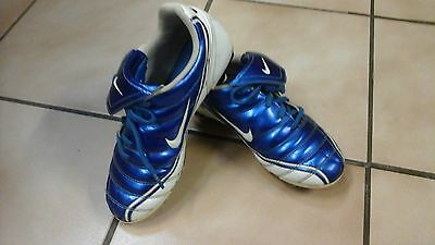 Youths, Mens Electric blue &White Nike  Noventa footy, Soccer Boots. US4.UK3.5.