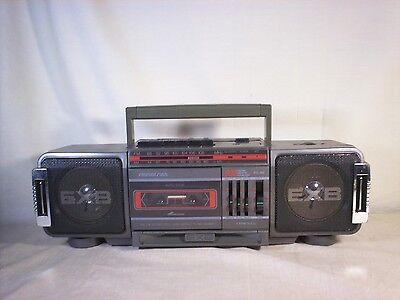 SOUNDESIGN MODEL 4648MGY Portable AM FM  RADIO CASSETTE PLAYER