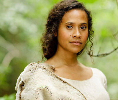 Angel Coulby UNSIGNED photo - P1810 - Merlin