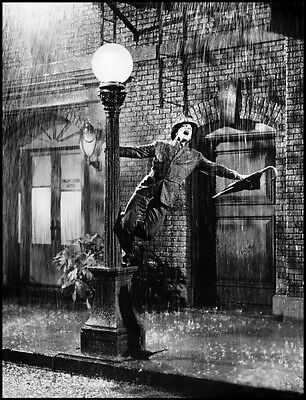 Gene Kelly UNSIGNED photo - P1958 - Singin' in the Rain